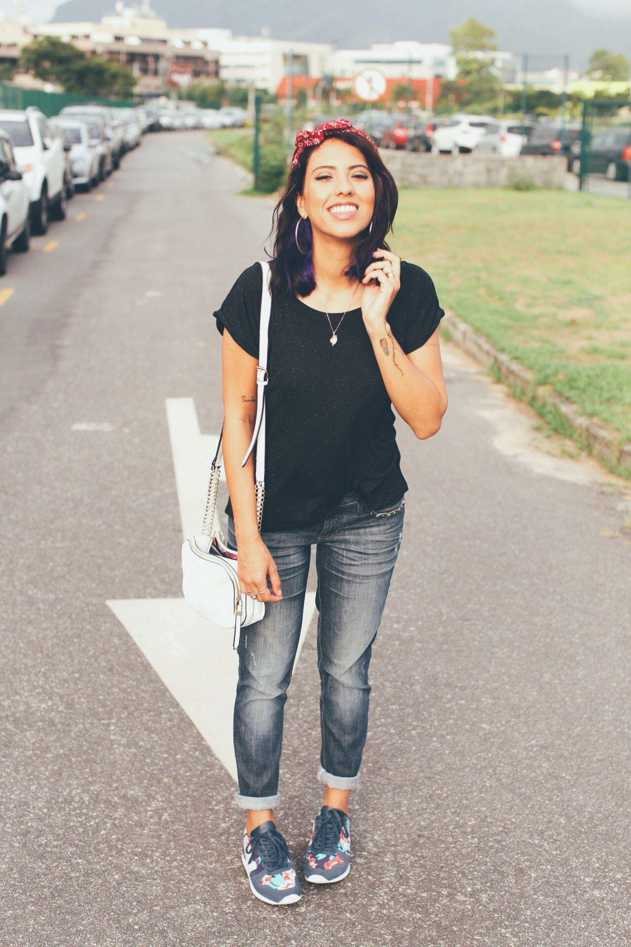 """Foto: Reprodução / <a href=""""http://modices.com.br/moda/look-do-dia-tenis-jeans-e-camiseta/"""" target=""""_blank"""">Modices</a>"""