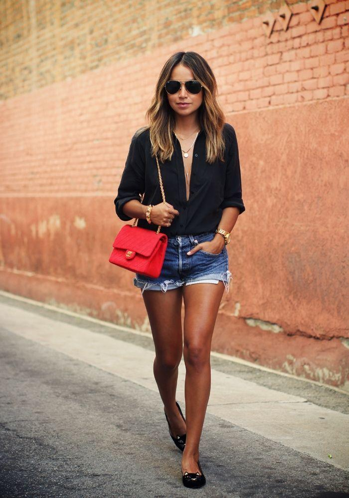 "Foto: Reprodução / <a href=""http://sincerelyjules.com/2014/10/charlotte-olympia-velvet-cat-flats.html"" target=""_blank"">Sincerely Jules</a>"