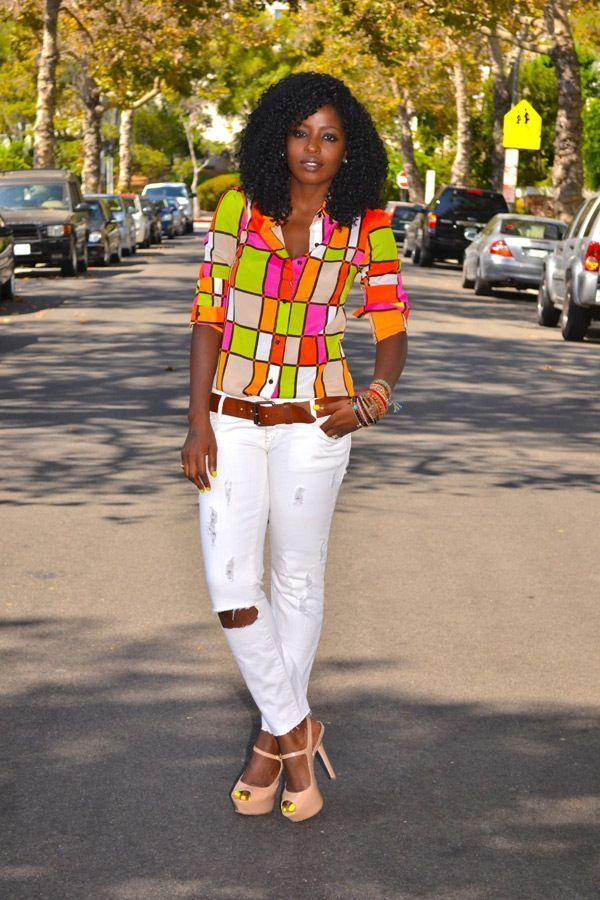 "Foto: Reprodução / <a href=""http://stylepantry.com/2012/08/21/neon-color-block-shirt-distressed-white-jeans/"" target=""_blank"">Style Pantry</a>"