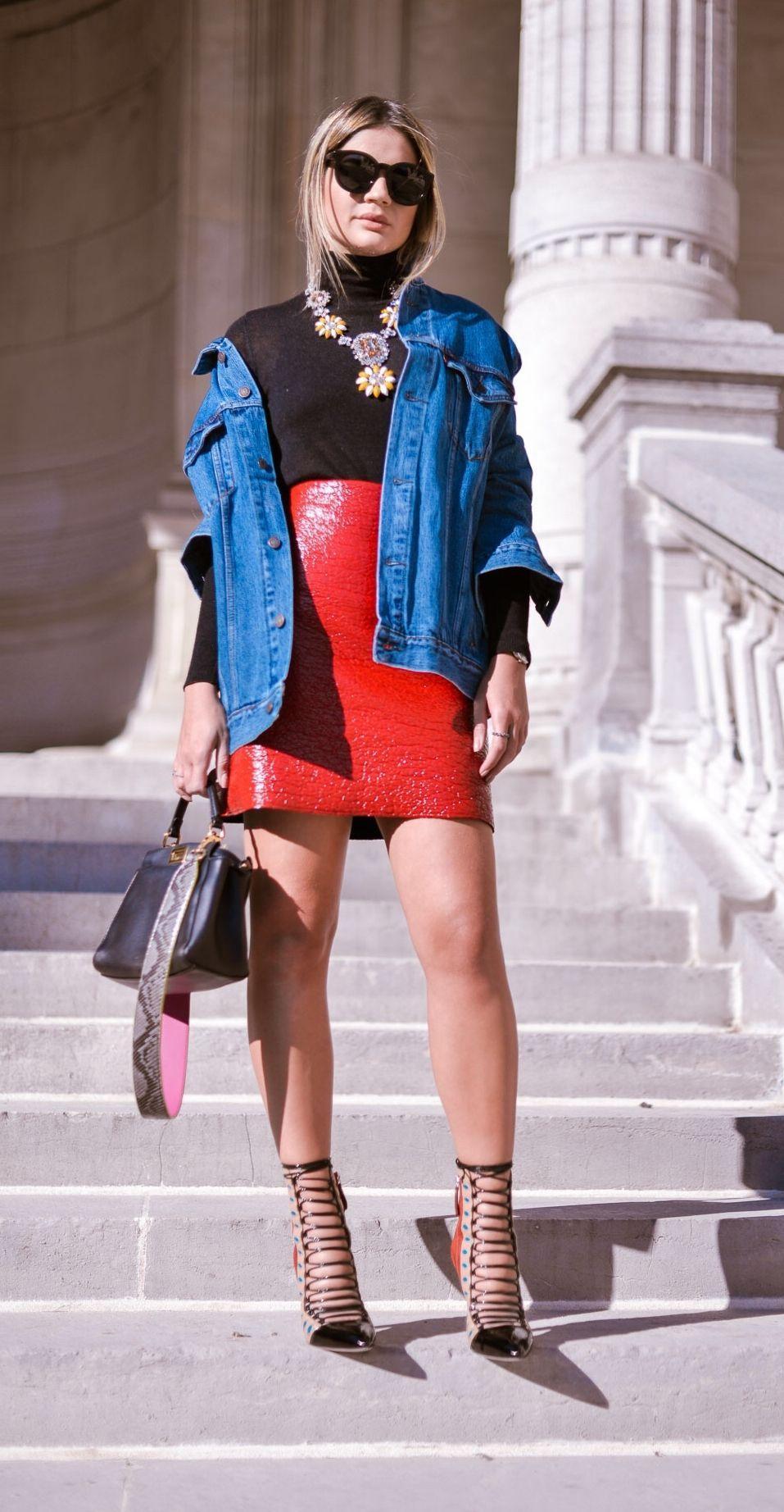 "Foto: Reprodução / <a href=""http://www.blogdathassia.com.br/br/2015/09/30/thassiaemparis-look-jaqueta-jeans/#post"" target=""_blank"">Blog da Thássia</a>"