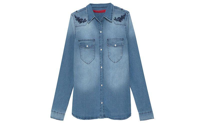 "Camisa jeans Cavendish por R$295 na <a href=""http://www.oqvestir.com.br/camisa-jeans-bordados---azul-48934.aspx/p"" target=""blank_"">Oqvestir</a>"
