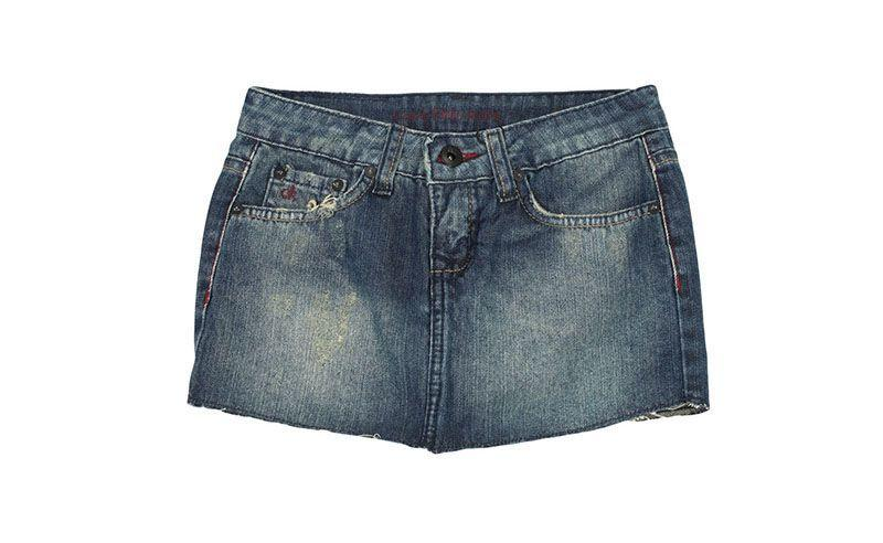 """Saia jeans Calvin Klein por R$169 na <a href=""""http://www.glamour.com.br/saia-calvin-klein-jeans-coordenado-escuro-azul-194953/p"""" target=""""blank_"""">Glamour</a>"""