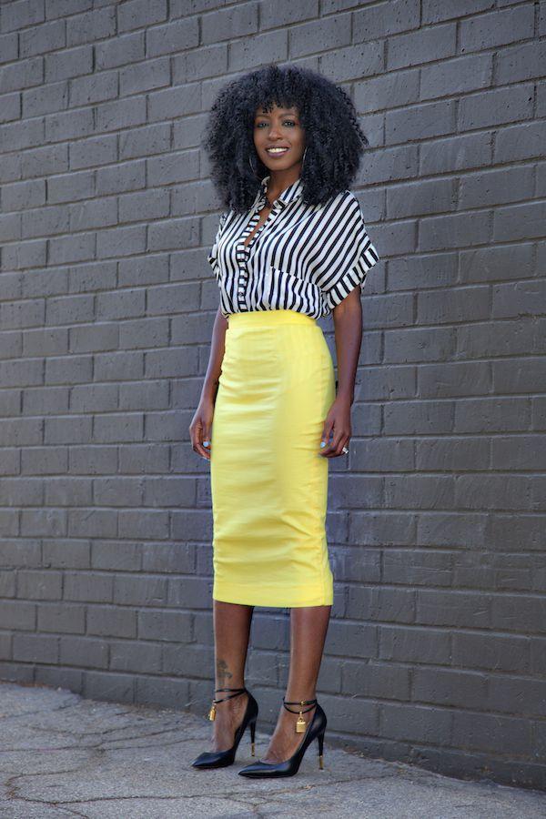 "Foto: Reprodução / <a href=""http://stylepantry.com/2014/10/30/striped-shirt-yellow-pencil-skirt-2/"" target=""_blank"">Style Pantry</a>"