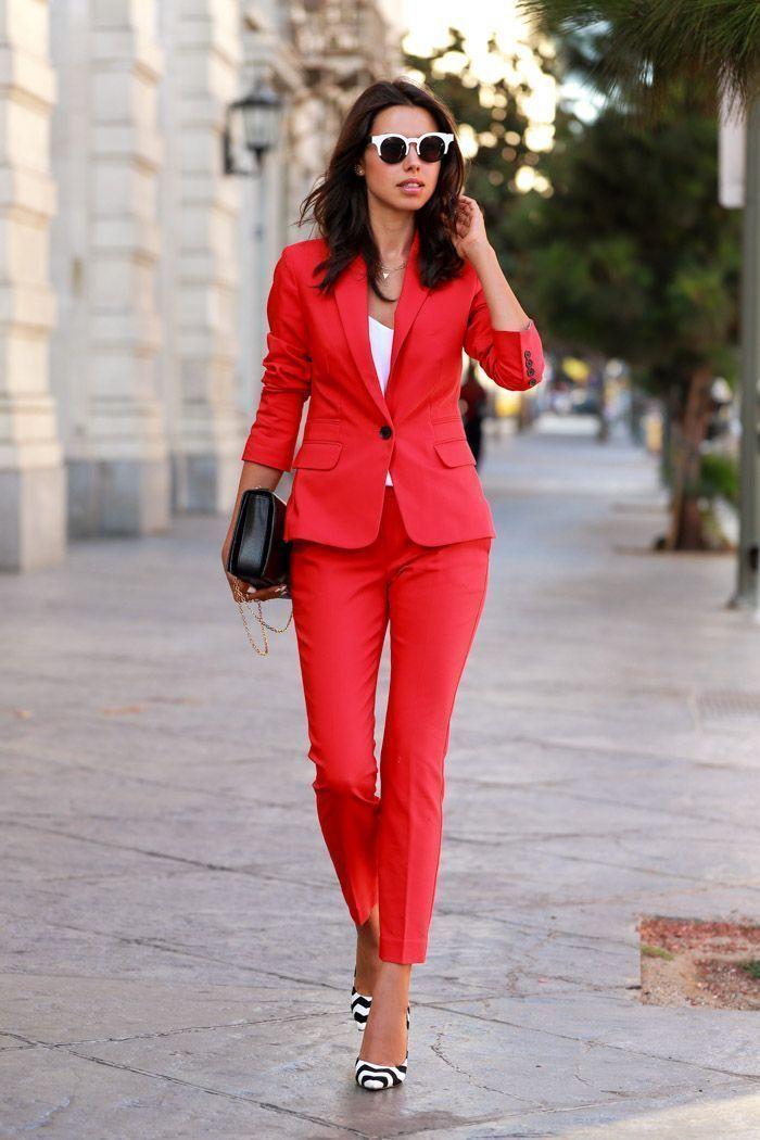 "Foto: Reprodução / <a href=""http://vivaluxury.blogspot.com.br/2014/09/the-power-red.html"" target=""_blank"">Viva Luxury</a>"