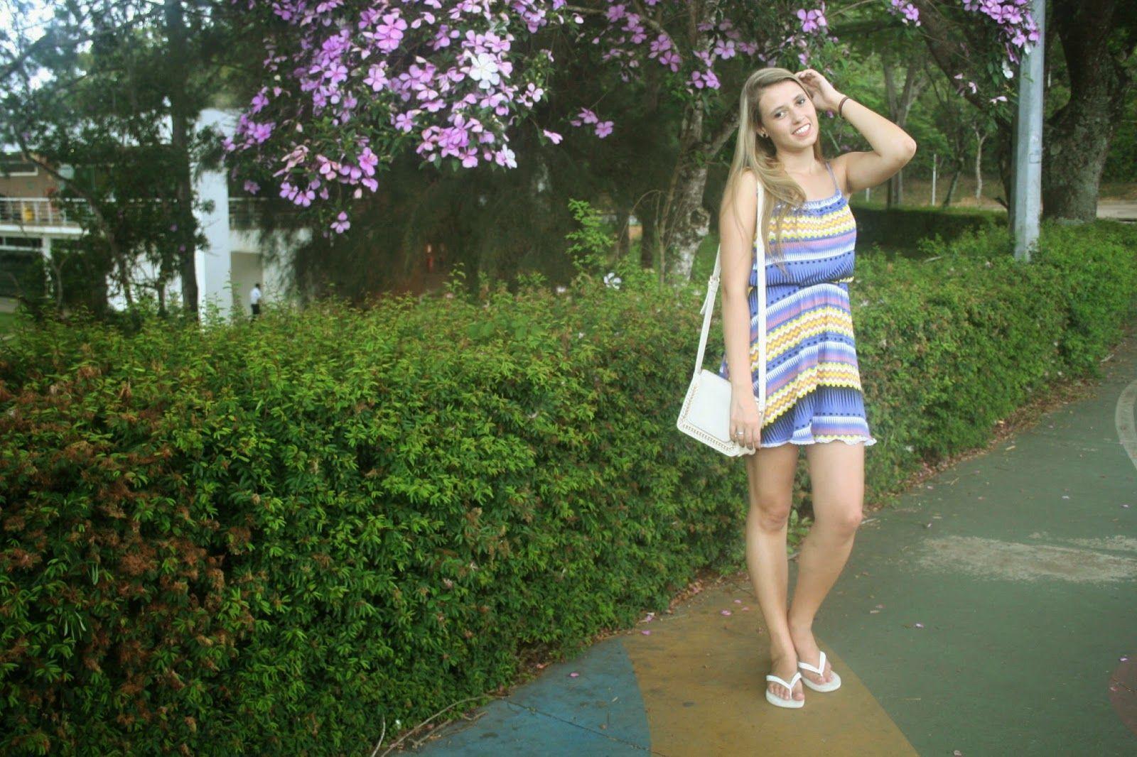 """Foto: Reprodução / <a href=""""http://www.jessicatanini.com/2015/02/look-do-dia-vestido-e-chinelo.html"""" target=""""_blank"""">Blog da Jessica Tanini</a>"""