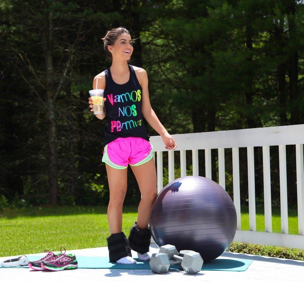 """Foto: Reprodução / <a href=""""http://camilacoelho.com/2015/06/25/look-fitness-malhando-em-casa/ """" target=""""_blank"""">Camila Coelho</a>"""