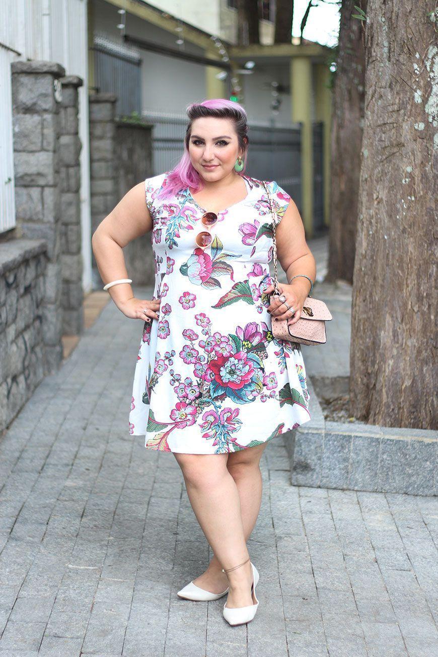 """Foto: Reprodução / <a href=""""http://juromano.com/looks/vestido-branco-que-nao-marca-nada-o-e-modelagem-perfeita"""" target=""""_blank"""">Ju Romano</a>"""
