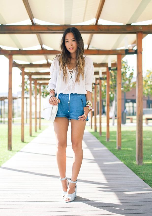 "Foto: Reprodução / <a href=""http://www.songofstyle.com/2012/06/icy-whites-and-icy-blues.html"" target=""_blank"">Song of Style</a>"