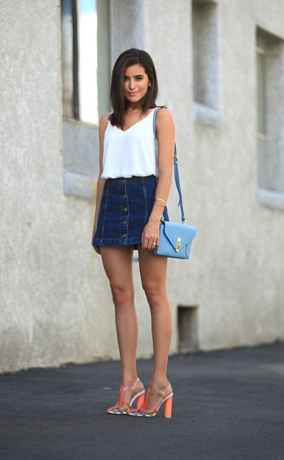 "Foto: Reprodução / <a href=""http://sazan.me/blog/2015/07/23/front-button-denim-skirt/"" target=""_blank"">Sazan</a>"