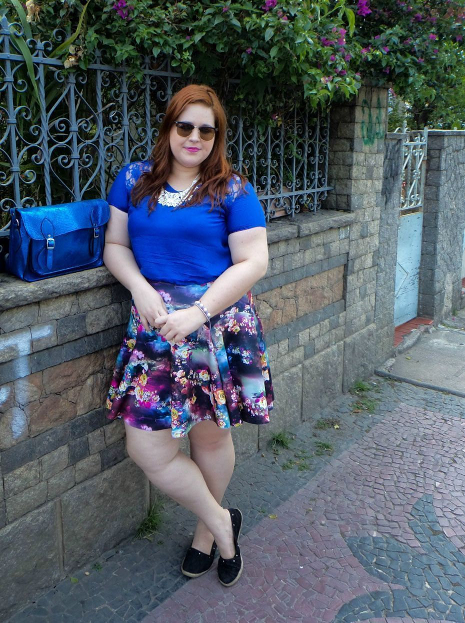 "Foto: Reprodução / <a href=""http://www.hojevouassimplussize.com.br/2014/11/25/blusa-best-size-saia-xica-vaidosa/"" target=""_blank"">Hoje Vou Assim Plus Size</a>"