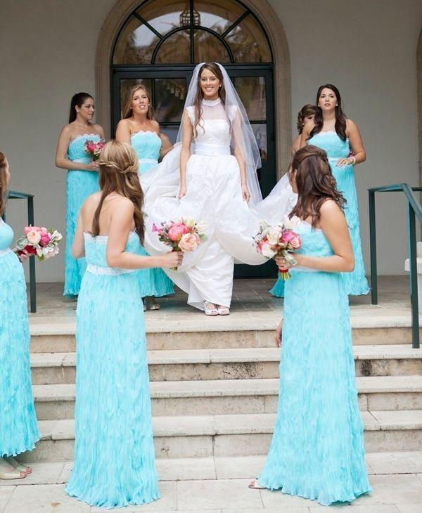 """Foto: Reprodução / <a href=""""http://www.elizabethannedesigns.com/blog/2013/03/12/tiffany-blue-pink-wedding/strapless-tiffany-blue-bridesmaids-dresses/"""" target=""""_blank"""">Elizabeth Anne</a>"""