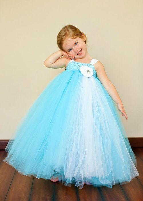 "Foto: Reprodução / <a href=""http://www.tutusweetshop.com/item_620/Tiffany-Blue-and-White-Flower-Girl-Tutu-Dress.htm"" target=""_blank"">Tutu Sweet Shop</a>"
