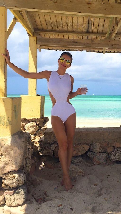 """Foto: Reprodução / <a href=""""http://camilacoelho.com/2015/09/07/os-looks-de-praia-que-usei-em-aruba/"""" target=""""_blank"""">Camila Coelho</a>"""