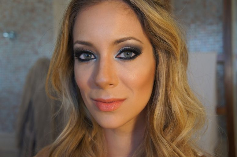 "Foto: Reprodução / <a href=""http://www.dojeitoh.com.br/tutorial-olhos-amfar"" target=""_blank"">Do jeito H</a>"