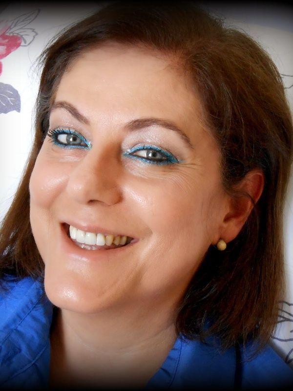 """<a href=""""http://blogmaquiagemdedia.blogspot.com.br/2014/11/tutorial-de-maquiagem-para-festas-de.html"""" target=""""_blank"""">Maquiagem de dia</a>"""