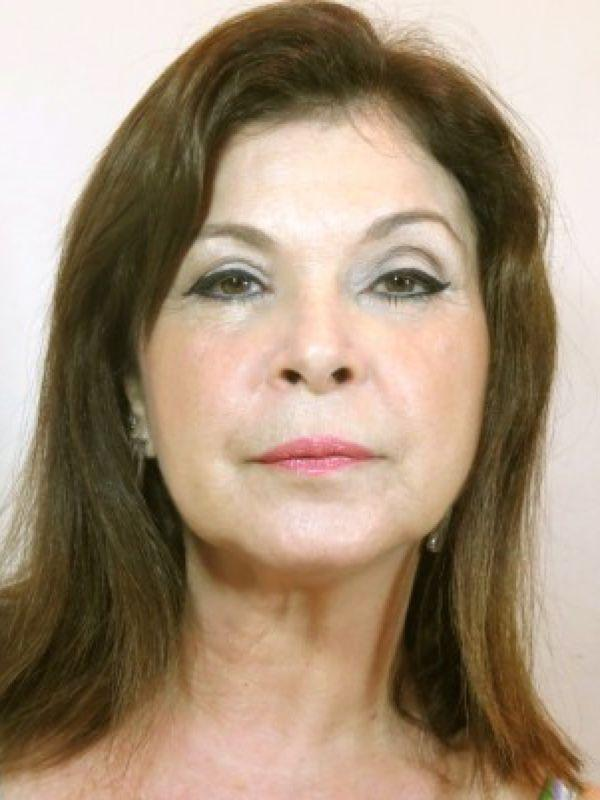 """<a href=""""http://www.belezacomprada.com/tutorial-make-de-cassia-kiss-para-peles-maduras/"""" target=""""_blank"""">Beleza Comprada</a>"""