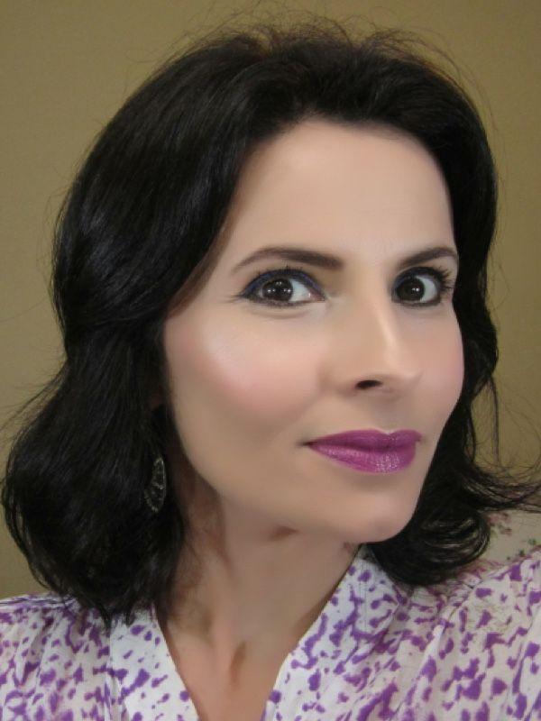 """<a href=""""http://www.todaurbana.com/maquiagem-colorida-para-pele-madura/"""" target=""""_blank"""">Toda Urbana</a>"""