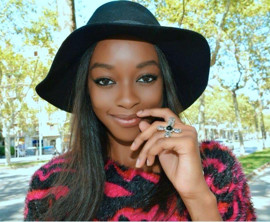"Foto: Reprodução / <a href=""http://anneheybeauty.blogspot.com.br/2014/08/look-of-day-pink-and-black.html"" target=""_blank"">Anne Hey Beauty</a>"
