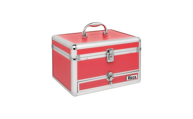"Maleta Ricca por R$107,91 na <a href=""http://www.americanas.com.br/produto/120898716/frasqueira-maleta-grande-vermelha-ricca"" target=""_blank"">Americanas</a>"