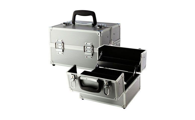 "Maleta média Sephora Collection por R$180 na <a href=""http://ad.zanox.com/ppc/?29470510C96566469&ULP=[[http://www.sephora.com.br/sephora-collection/maquiagem/acessorios/case-de-maquiagem-medium-metal-traincase-20408&utm_source=zanox&utm_medium=link_texto&utm_campaign=custom_deeplink&s_cid=custom_deeplink]]"" rel=""nofollow"" target=""_blank"">Sephora</a>"