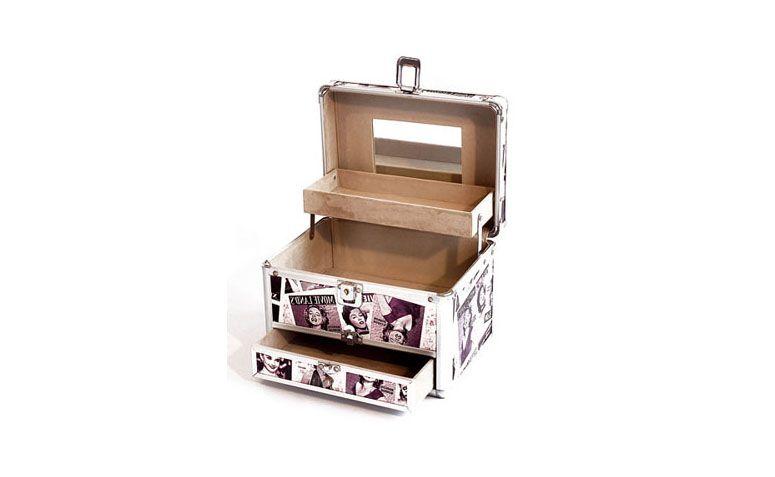 """Maleta por R$152,84 na <a href=""""http://www.valerycosmeticos.com.br/produtos-para-maquiagem/maletas-para-maquiagem/maleta-profissional-para-maquiagem-sk-120b-importada"""" target=""""_blank"""">Valery Cosméticos</a>"""