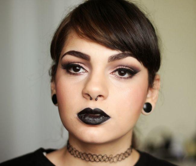 "Foto: Reprodução / <a href=""http://www.decoturnoespikes.com.br/2014/09/back-lips-makeup-look.html"" target=""_blank"">De Coturno e Spikes</a>"
