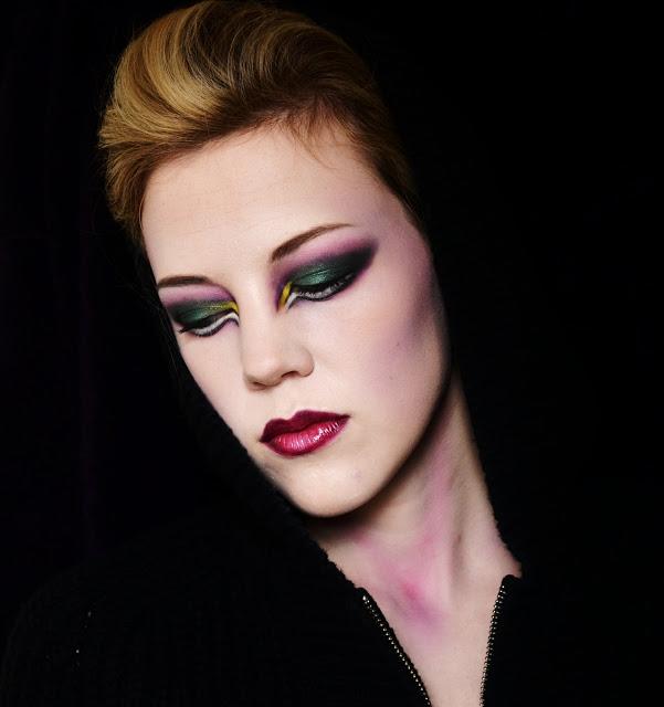 "Foto: Reprodução / <a href=""http://makeupbylouisa.blogspot.com.br/2012/10/halloween-bewitched.html"" target=""_blank"">Makeup by Louisa</a>"