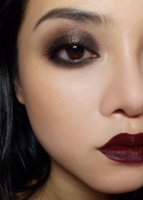 """Foto: Reprodução / <a href=""""http://makeupboxblog.blogspot.com.br/2011/10/easy-20s-inspired-siren-look.html"""" target=""""_blank"""">Makeup Box</a>"""