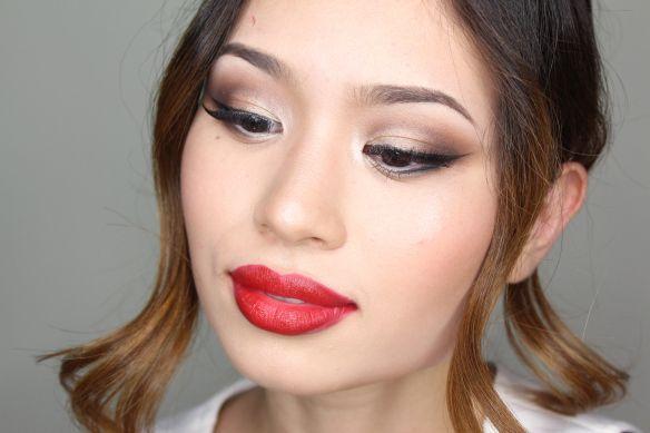 """Foto: Reprodução / <a href=""""https://justglamoour.wordpress.com/2014/12/15/especial-para-as-noivas-maquiagem-classica/"""" target=""""_blank"""">Just Glamoour</a>"""
