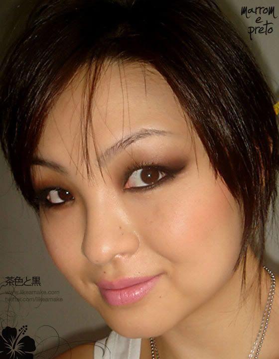 """Foto: Reprodução / <a href=""""http://www.likeamake.com/tutorial-auto-maquiagem-para-orientais-preto-e-marrom-com-passo-a-passo/"""" target=""""_blank"""">Like a Make</a>"""