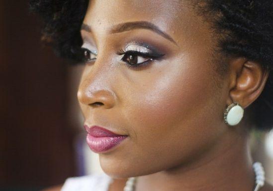 "Foto: Reprodução / <a href=""https://tonitheartist.wordpress.com/2015/07/04/the-glitter-bride-bridal-inspired-makeup-tutorial/"" target=""_blank"">Toni The Artist</a>"