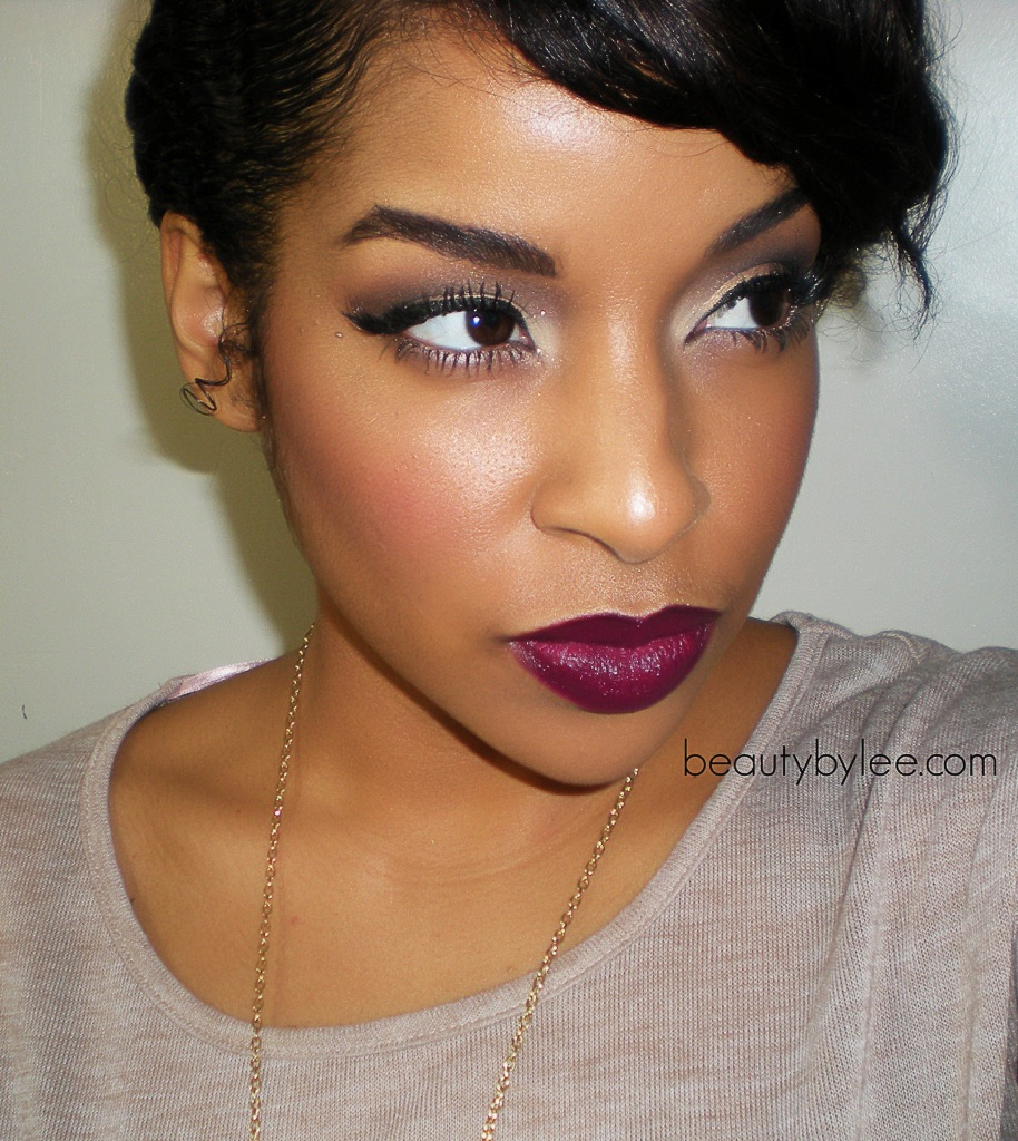"Foto: Reprodução / <a href=""http://www.beautybylee.com/2012/11/romantic-holiday-makeup-tutorial.html#comment-form"" target=""_blank"">Beauty by Lee</a>"