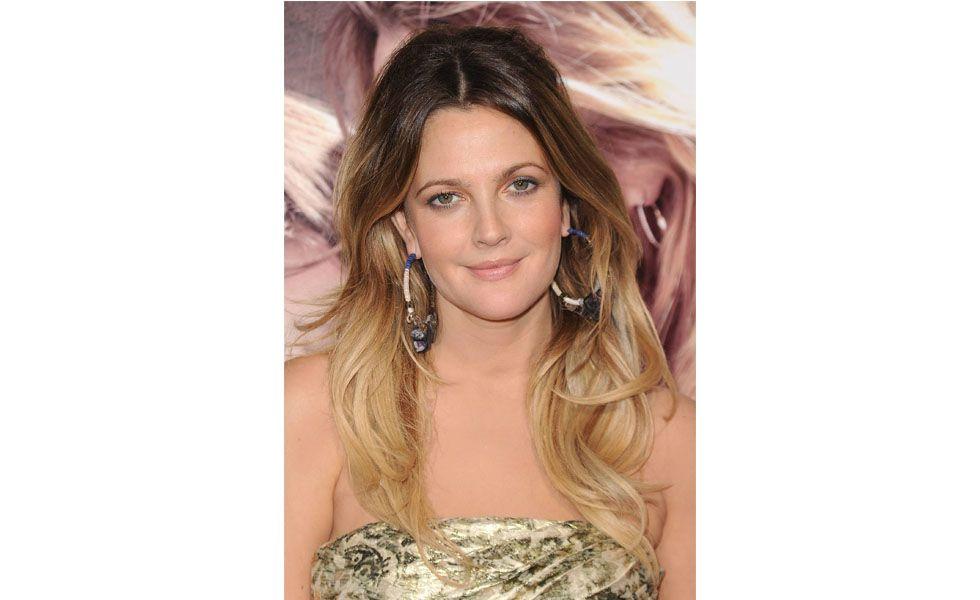 """As <strong>mechas californianas</strong> também são conhecidas como o cabelo com efeito de praia. A técnica se baseia em clarear os cabelos do meio para as pontas, dando um aspecto de cabelo queimado pelo sol. A <a href=""""http://www.dicasdemulher.com.br/mechas-californianas/"""">californiana</a> é indicada para mulheres de cabelos castanhos mais claros ou loiro escuro para que o contraste de cores não seja muito grande."""