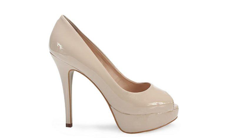 "Sapato peep toe Ferrette por R$169,99 na <a href=""http://www.anita.com.br/produto/Peep-Toe-Ferrette-AREIA-92110?atributo=173:AREIA"" target=""blank_"">Anita</a>"