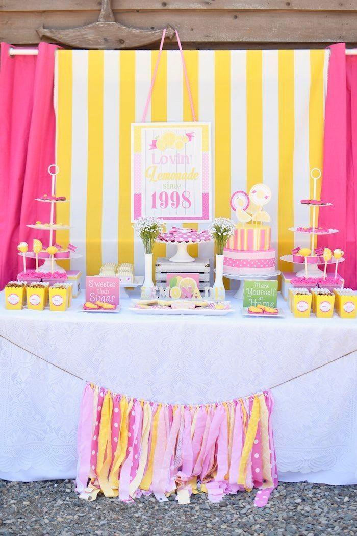 "Foto: Reprodução / <a href=""http://www.karaspartyideas.com/2015/07/pink-lemonade-birthday-party-4.html"" target=""_blank"">Kara's Party Ideas</a>"
