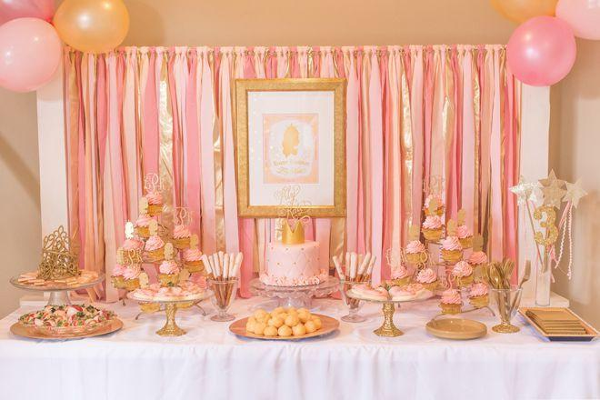 "Foto: Reprodução / <a href=""http://pizzazzerie.com/parties/childrens-parties/pink-and-gold-princess-3rd-birthday-party/"" target=""_blank"">Pizzazzerie</a>"