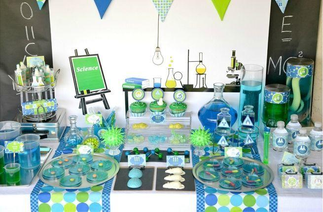 "Foto: Reprodução / <a href=""http://pizzazzerie.com/parties/childrens-parties/clever-mad-scientist-party-with-push-up-pops/"" target=""_blank"">Pizzazzerie</a>"
