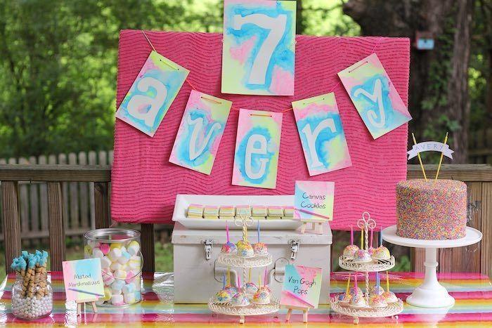 "Foto: Reprodução / <a href=""http://www.karaspartyideas.com/2015/07/neon-watercolor-party.html"" target=""_blank"">Kara's Pary Ideas</a>"
