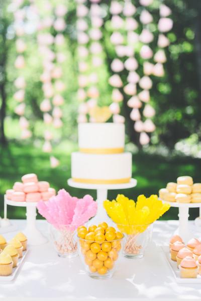 "Foto: Reprodução / <a href=""http://www.stylemepretty.com/2014/08/11/bright-love-in-bloom-wedding-inspiration/"" target=""_blank"">Style me Pretty</a>"