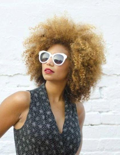 "Foto: Reprodução / <a href=""http://www.ownbyfemme.com/uncategorized/beauty-over-20-looks-highlighting-the-versatility-of-curly-hair/"" target=""_blank"">Own by Femme</a>"