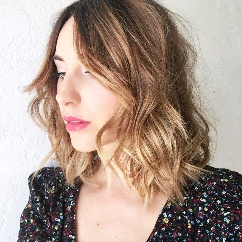 "Foto: Reprodução / <a href=""http://hellotobeauty.com/short-wavy-hair-tutorial/"" target=""_blank"">Hello to Beauty</a>"