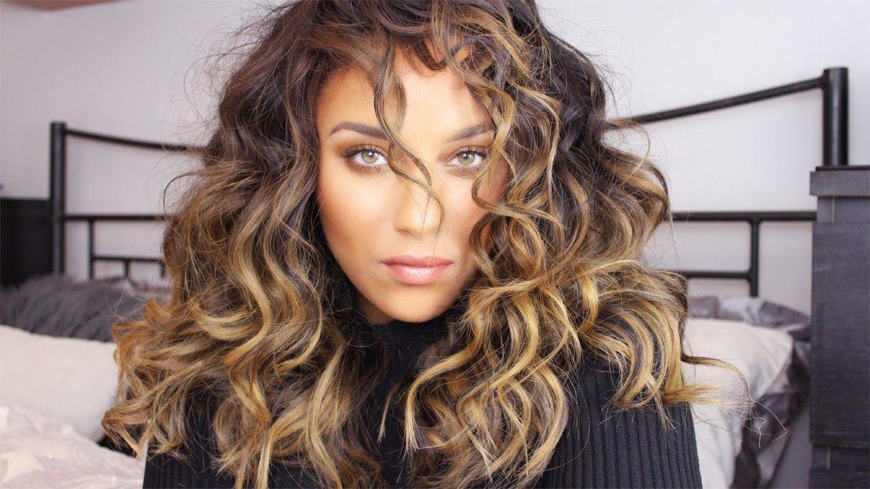 "Foto: Reprodução / <a href=""http://www.beautyandtheblog.co/2014/11/big-curly-hair-tutorial.html"" target=""_blank"">Michelle London</a>"