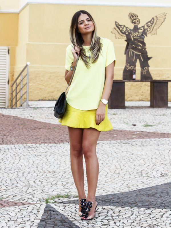 "<a href=""http://www.blogdathassia.com.br/br/2012/12/21/get-the-look-all-about-yellow/"" target=""_blank""Blog da Thássia</a>"