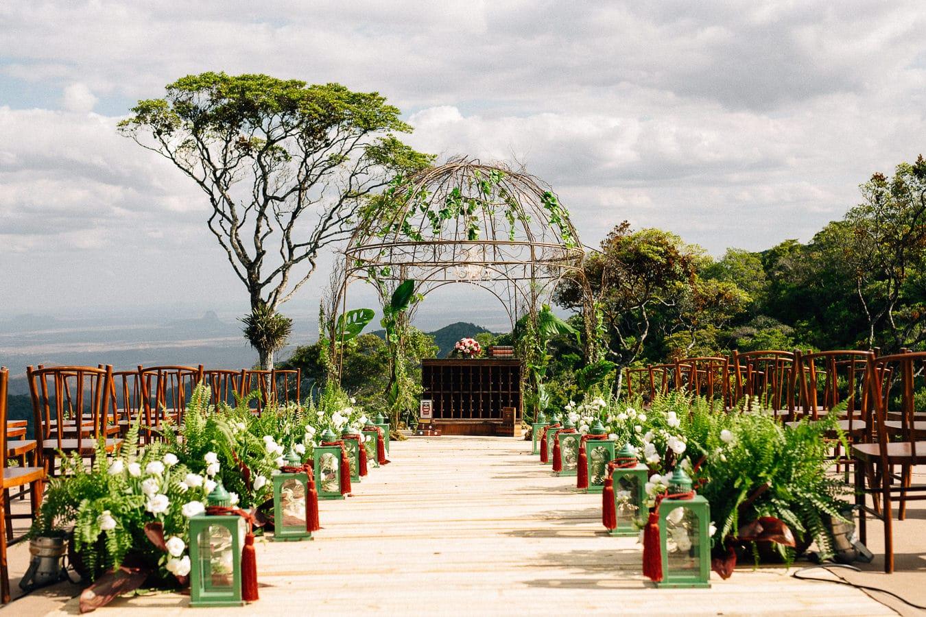 """Foto: Reprodução / <a href=""""https://arthurrosa.com/casamento-hotel-vale-das-nuvens-monique-edson/"""" target=""""_blank"""">Arthur Rosa</a>"""