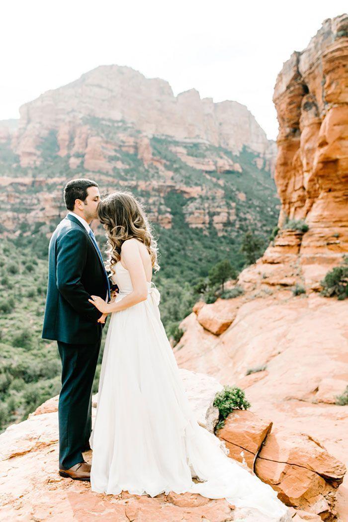 "Foto: Reprodução / <a href=""http://www.greylikesweddings.com/real-weddings/by-style/romantic/keren-gregs-wedding-sedona/"" target=""_blank"">Grey Likes Weddings</a>"