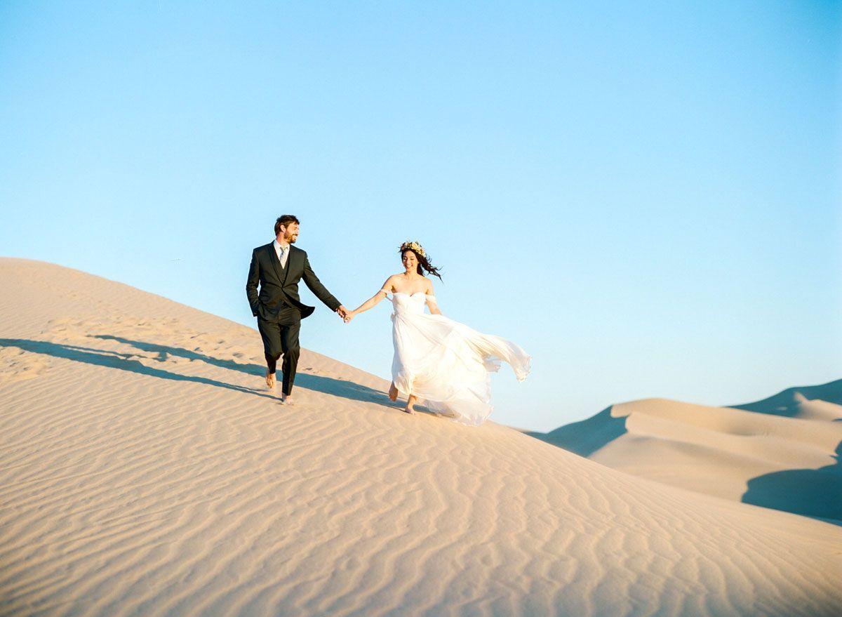 "Foto: Reprodução / <a href=""http://bretthickman.com/2015/12/sand-dunes-film-photography-bernadette-and-blayne/"" target=""_blank"">Brett Hickman</a>"