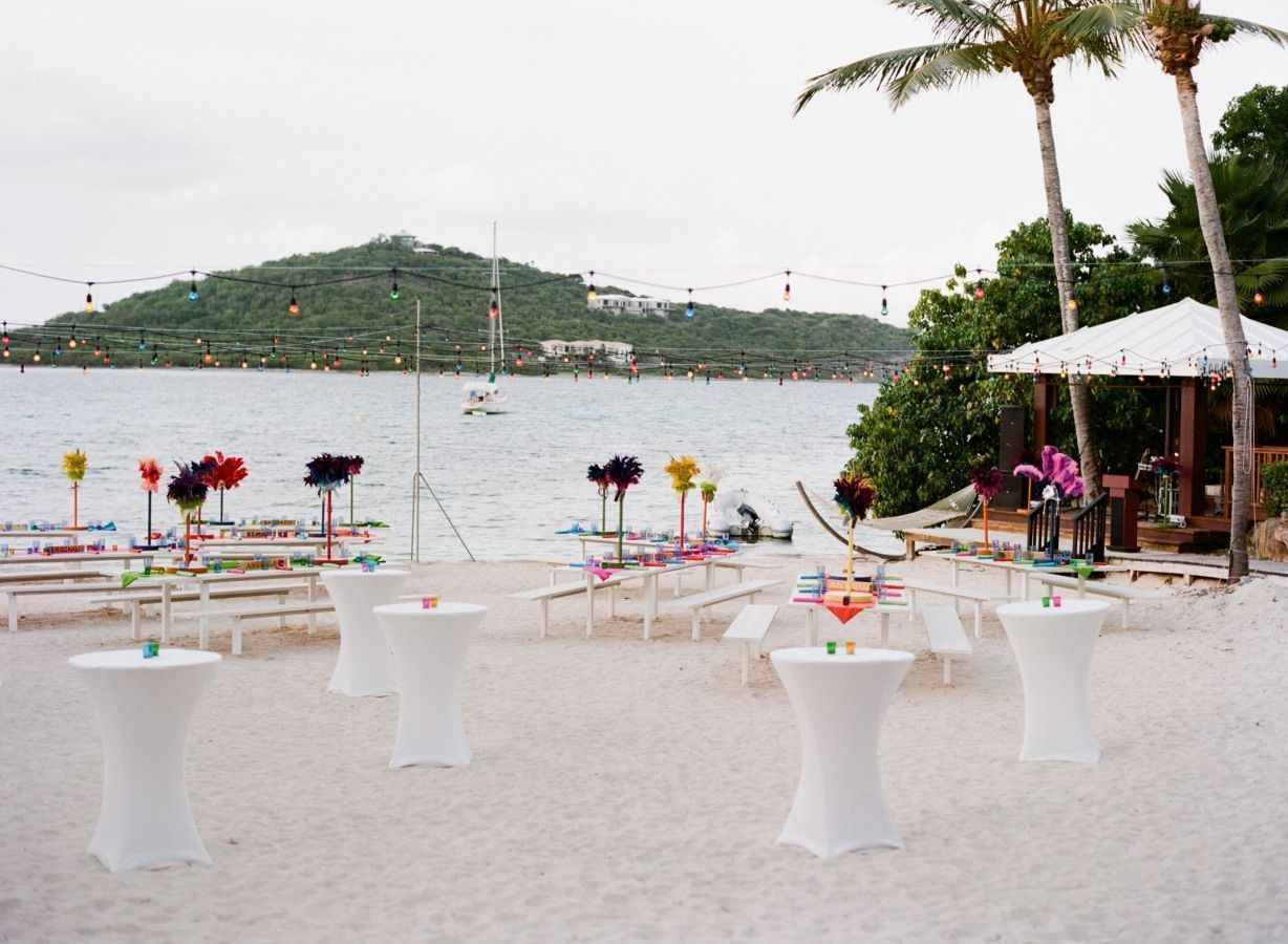 "Foto: Reprodução / <a href=""http://www.stylemepretty.com/2015/01/24/tropical-and-glamorous-wedding-at-st-thomas-ritz/"" target=""_blank"">Style me pretty</a>"