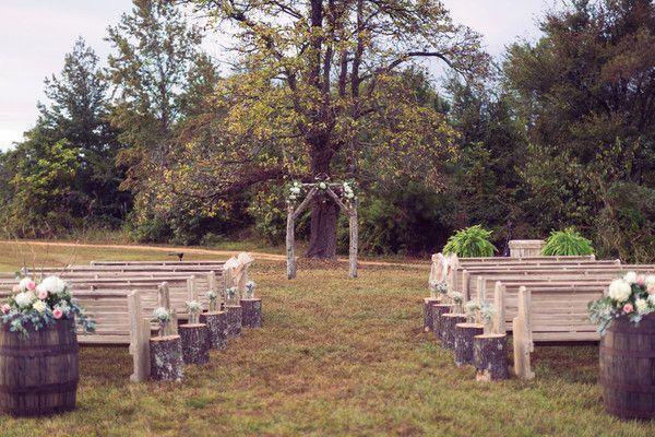 "Foto: Reprodução / <a href=""https://www.weddingwire.com/wedding-photos/real-weddings/country-chic-tennessee-wedding/i/16a3c3d53cc0c97a-3026aac120ca3487/ca970b8b4cdaba35"" target=""_blank"">Wedding Wire</a>"
