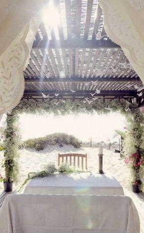 "Foto: Reprodução / <a href=""http://www.theprettyblog.com/wedding/jamie-catia-chic-beach-wedding/"" target=""_blank"">The pretty blog</a>"