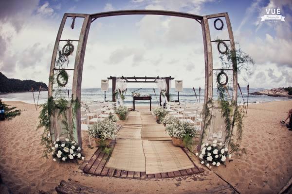 """Foto: Reprodução / <a href=""""https://www.casar.com/casamento-na-praia-fabio-e-elaine-setti/"""" target=""""_blank"""">Casar</a>"""